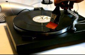Comment bien nettoyer son disque vinyle sans machine ?