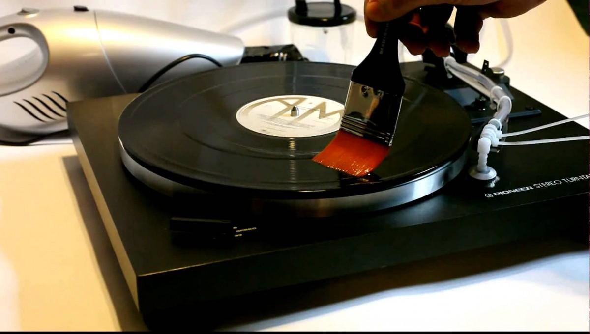 comment bien nettoyer son disque vinyle sans machine hifi lab. Black Bedroom Furniture Sets. Home Design Ideas
