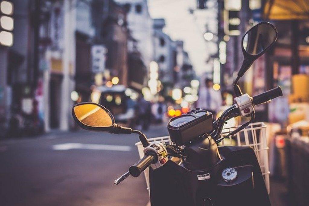 visiter paris en moto