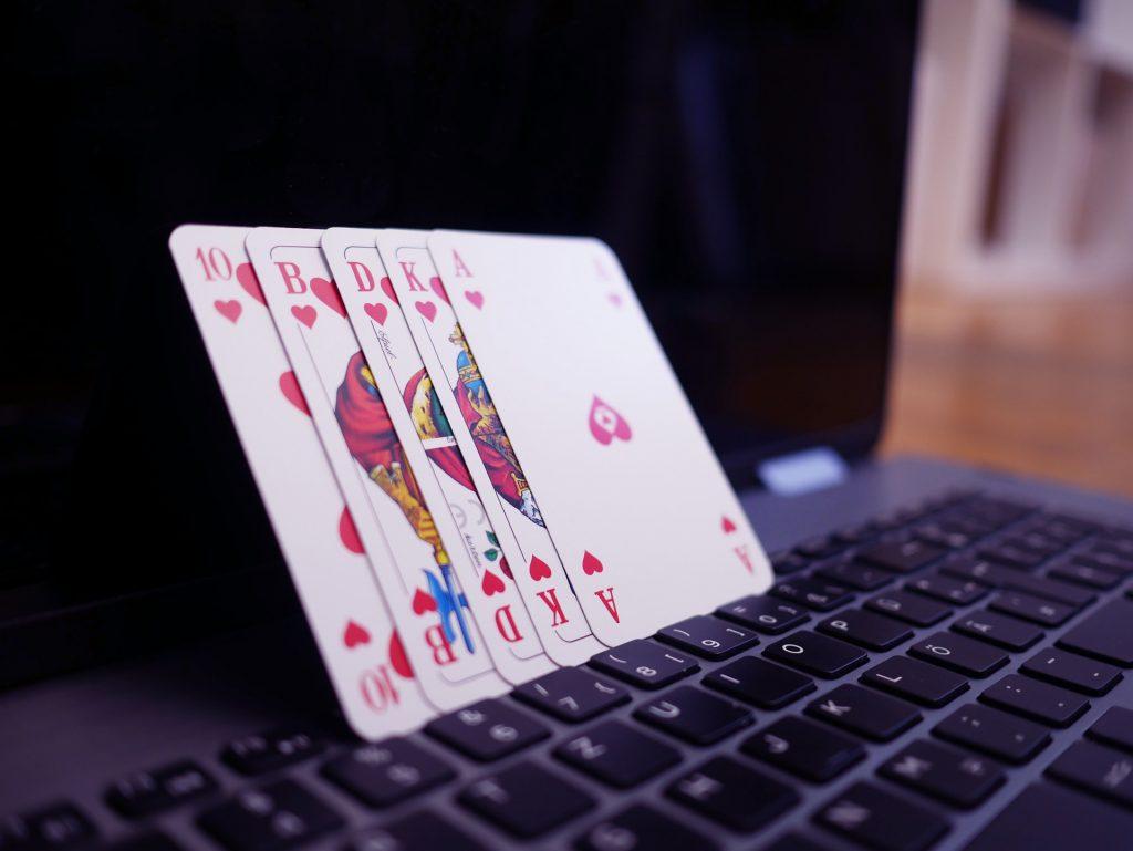 jouer à la belote sur Internet