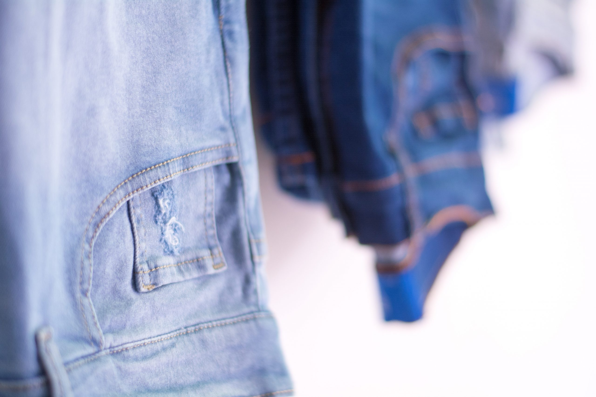 jeans pour homme avec du ventre
