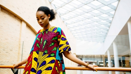 L'histoire du tissu wax qui a inspiré la robe africaine